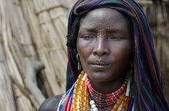 Πορτρέτο της μη αναγνωρισμένης γυναίκας από τη φυλή Arbore, Αιθιοπία Στοκ Εικόνες