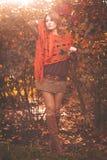 Πορτρέτο της νέας γυναίκας μόδας υπαίθρια Στοκ Εικόνα