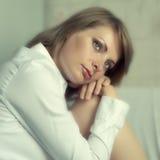 Πορτρέτο της νέας γυναίκας Στοκ Εικόνες