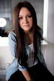 Πορτρέτο της νέας γυναίκας Στοκ φωτογραφίες με δικαίωμα ελεύθερης χρήσης