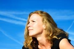 Πορτρέτο της νέας γυναίκας Στοκ φωτογραφία με δικαίωμα ελεύθερης χρήσης