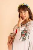Πορτρέτο της νέας εγκύου γυναίκας Στοκ φωτογραφία με δικαίωμα ελεύθερης χρήσης