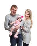 Πορτρέτο της νέας ευτυχούς οικογένειας με το παιδί στοκ εικόνα με δικαίωμα ελεύθερης χρήσης