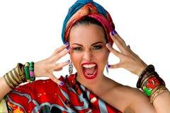 Πορτρέτο της νέας ελκυστικής γυναίκας στο αφρικανικό ύφος Στοκ εικόνες με δικαίωμα ελεύθερης χρήσης