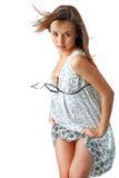 Πορτρέτο της νέας θηλυκής ομορφιάς με μακρυμάλλη Στοκ εικόνα με δικαίωμα ελεύθερης χρήσης