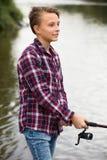 Πορτρέτο της νέας πετώντας γραμμής αγοριών για την αλιεία Στοκ εικόνα με δικαίωμα ελεύθερης χρήσης