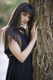 Πορτρέτο της νέας όμορφης γυναίκας, πρότυπο της μόδας, στη φύση λ Στοκ Εικόνες