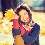 Πορτρέτο της νέας όμορφης γυναίκας Στοκ φωτογραφία με δικαίωμα ελεύθερης χρήσης