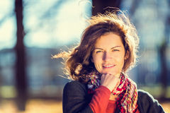 Πορτρέτο της νέας όμορφης γυναίκας Στοκ Φωτογραφία