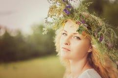 Πορτρέτο της νέας όμορφης γυναίκας Στοκ Εικόνα