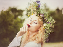 Πορτρέτο της νέας όμορφης γυναίκας Στοκ Εικόνες
