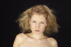 Πορτρέτο της ξανθός-μαλλιαρής γυναίκας Στοκ Εικόνα