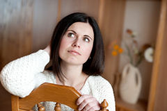 Πορτρέτο της πανέμορφης στοχαστικής νέας γυναίκας Στοκ Εικόνα