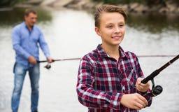 Πορτρέτο της πετώντας γραμμής αγοριών για την αλιεία Στοκ Εικόνα