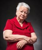 Πορτρέτο της σκεπτικής ηλικιωμένης γυναίκας Στοκ Εικόνες