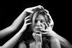 Πορτρέτο της συναισθηματικής νέας γυναίκας Στοκ φωτογραφία με δικαίωμα ελεύθερης χρήσης