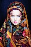 Πορτρέτο της σύγχρονης ευγενούς γυναίκας με την τέχνη προσώπου δημιουργική Στοκ Εικόνες