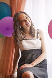 Πορτρέτο της χαμογελώντας καυκάσιας γυναίκας Brunette Στοκ Εικόνα