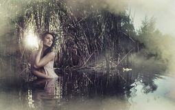 Πορτρέτο της χαριτωμένης και ήρεμης γυναίκας Στοκ Εικόνες