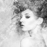 Πορτρέτο της όμορφης αισθησιακής γυναίκας με το κομψό hairstyle Στοκ Φωτογραφία