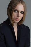 Πορτρέτο της όμορφης γυναίκας με τη σύνθεση και Στοκ Εικόνες
