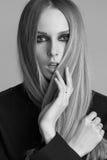 Πορτρέτο της όμορφης γυναίκας με τη σύνθεση και Στοκ εικόνες με δικαίωμα ελεύθερης χρήσης