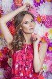 Πορτρέτο της όμορφης γυναίκας μόδας, γλυκός και αισθησιακός στο BA στοκ φωτογραφία με δικαίωμα ελεύθερης χρήσης