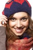 Πορτρέτο της γυναίκας με τα μάλλινα εξαρτήματα Στοκ Φωτογραφία