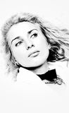 Πορτρέτο της όμορφης γυναίκας προσώπου με το σγουρό τρίχωμα Στοκ φωτογραφία με δικαίωμα ελεύθερης χρήσης
