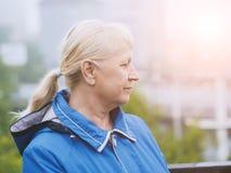 Πορτρέτο της όμορφης ηλικίας γυναίκας στοκ εικόνα με δικαίωμα ελεύθερης χρήσης