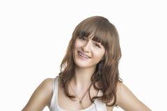 Πορτρέτο της όμορφης νέας γυναίκας με τα υποστηρίγματα Στοκ φωτογραφίες με δικαίωμα ελεύθερης χρήσης