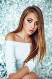 Πορτρέτο της όμορφης νέας γυναίκας με το makeup Στοκ Εικόνα