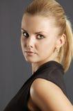 Πορτρέτο της όμορφης νέας γυναίκας Στοκ Φωτογραφία