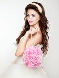 Πορτρέτο της όμορφης νύφης. Γαμήλιο φόρεμα. στοκ εικόνα