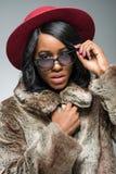 Πορτρέτο της όμορφης fasionable μαύρης γυναίκας Στοκ Φωτογραφία