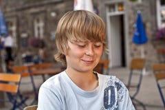 Πορτρέτο του έξυπνου χαμογελώντας αγοριού Στοκ Εικόνες
