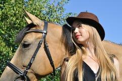 Πορτρέτο του έφηβη και του αλόγου στοκ εικόνες