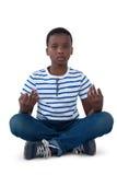 Πορτρέτο του αγοριού που εκτελεί την περισυλλογή στοκ φωτογραφία