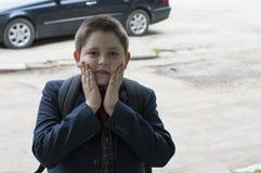 Πορτρέτο του αγοριού του σχολικού σπουδαστή μετά από τις κατηγορίες Στοκ εικόνα με δικαίωμα ελεύθερης χρήσης