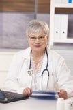 Πορτρέτο του ανώτερου γιατρού Στοκ φωτογραφία με δικαίωμα ελεύθερης χρήσης
