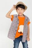 Πορτρέτο του ασιατικού χαριτωμένου αγοριού με το καπέλο βαμβακιού, Στοκ Εικόνα