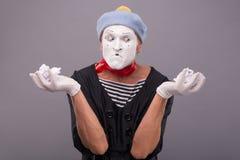 Πορτρέτο του αστείου αρσενικού mime με το γκρίζο καπέλο και Στοκ Φωτογραφίες