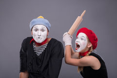 Πορτρέτο του αστείου ζεύγους mime με τα άσπρα πρόσωπα και Στοκ Εικόνα