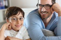 Πορτρέτο του ατόμου και του αγοριού Στοκ φωτογραφία με δικαίωμα ελεύθερης χρήσης