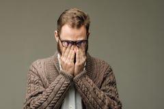 Πορτρέτο του ατόμου με τα κουρασμένα μάτια Στοκ Εικόνα