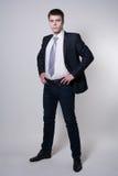 Πορτρέτο του βέβαιου επιχειρησιακού ατόμου στην πλήρη αύξηση Στοκ Φωτογραφία