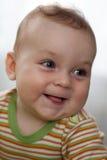 Πορτρέτο του γελώντας μικρού παιδιού με τα μεγάλα μάτια Στοκ εικόνα με δικαίωμα ελεύθερης χρήσης