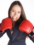 Πορτρέτο του εγκιβωτισμού επιχειρησιακών γυναικών στα κόκκινα γάντια ανοικτή κόκκινη χρονική εργασία 5 8 δραστηριότητας κλειστή ε Στοκ Εικόνες