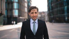 Πορτρέτο του επιχειρηματία που απογοητεύεται της επιχείρησής σας απόθεμα βίντεο