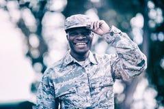 Πορτρέτο του ευτυχούς στρατιωτικού στρατιώτη στοκ εικόνα